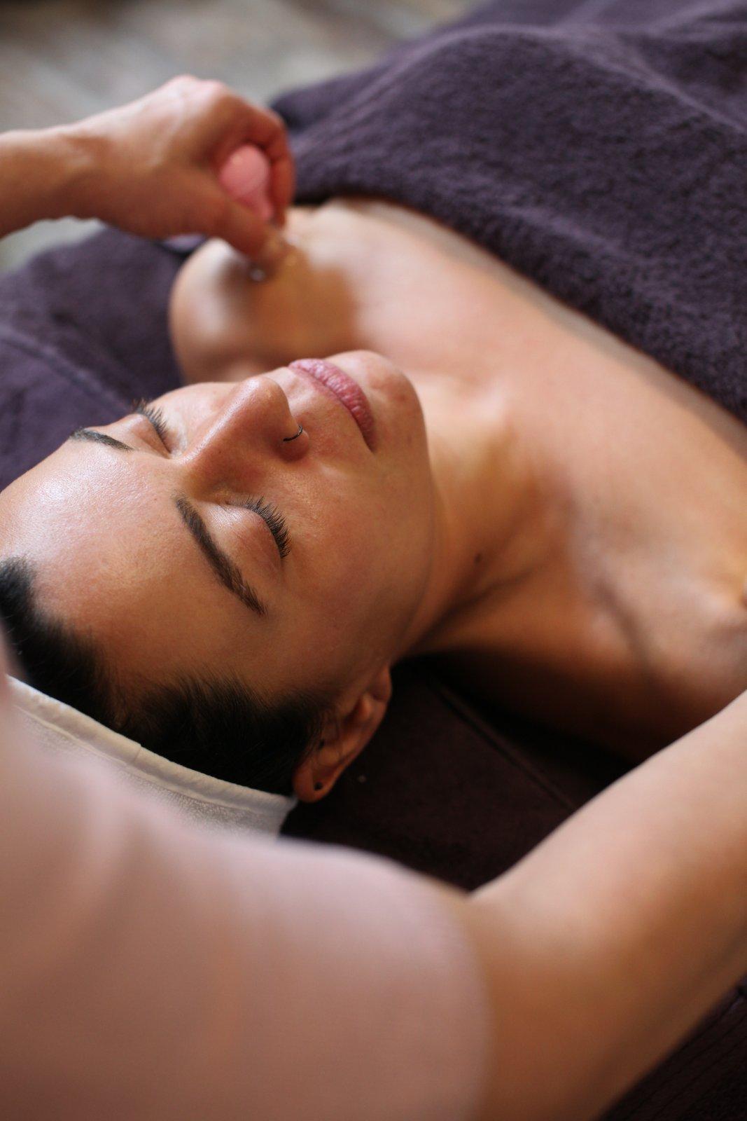 Скулптуриращ  лифтинг масаж