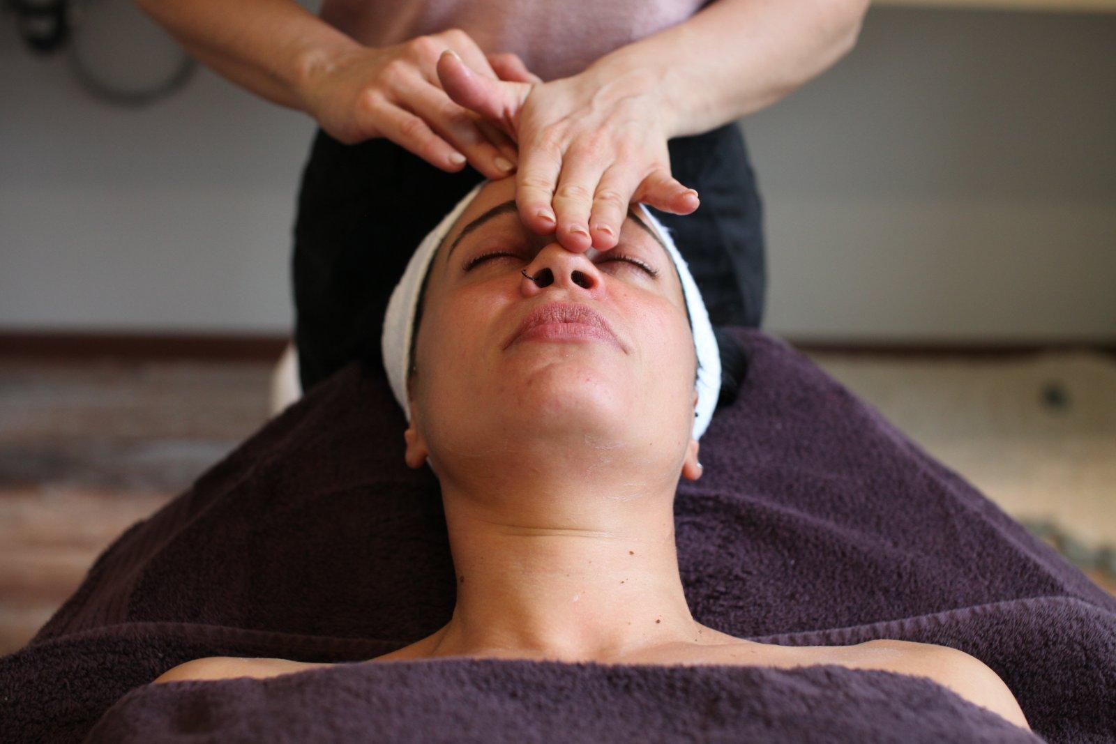 Скулптуриращ масаж за лице